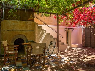 Lefkada Town Traditional House / Cozy Yard