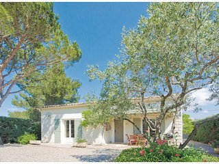 Amazing home in Saint-remy-de-Provence w/ Outdoor swimming pool, Outdoor swimmi