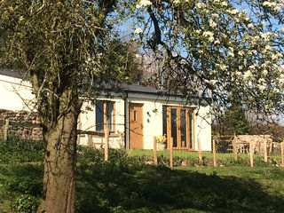 Perry Pear Cottage, Forest of Dean. Restful views, cosy wood burner