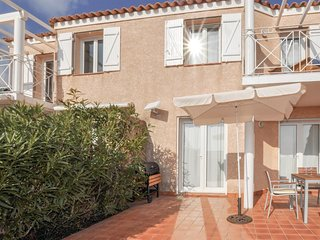 Beautiful home in Narbonne Plage w/ 2 Bedrooms