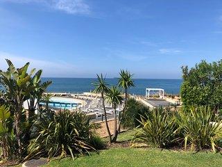 Luxury 3 Bedroom Villa, 3' walk to the beach