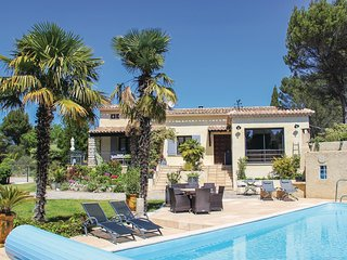 Beautiful home in Vaison la Romaine w/ Outdoor swimming pool, WiFi and Outdoor s