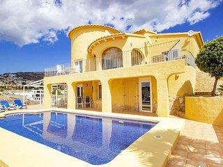 Villa en una exclusiva urbanizacion situada frente al mar