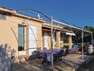 Awesome home in Chateaurenard w/ WiFi, 3 Bedrooms and Outdoor swimming pool