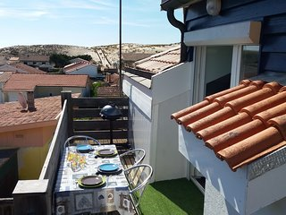 Carcans Plage Apartment with view of dunes, ideal for beach and restaurants.