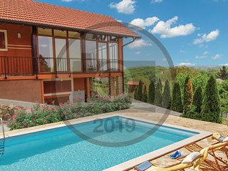 Amazing home in Toplicica w/ Outdoor swimming pool, WiFi and Outdoor swimming po