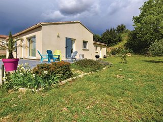 Awesome home in Serignan du Comtat w/ WiFi and 2 Bedrooms