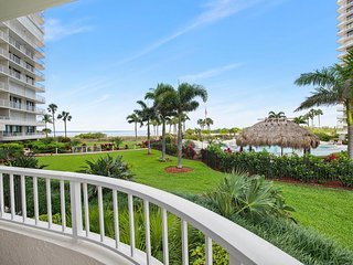 SUPER NICE Condo with beautiful beach views in Gated Island Resort