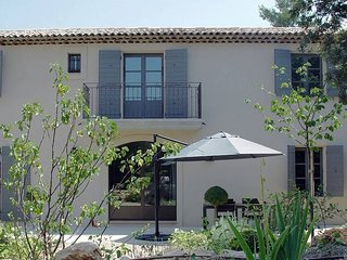Spacieux appartement avec terrasse et piscine  T3 independant