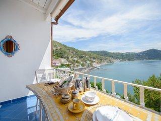 La nostra  meravigliosa Villa Margherita a picco sul mare