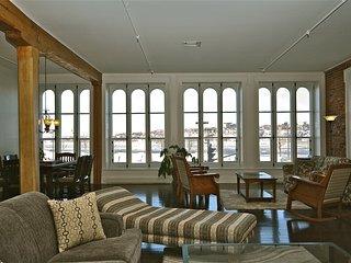 201-Cartier/Spacious, Central 3 Bedroom Condo Overlooking the River