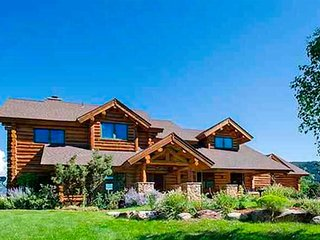 Luxury Log Home Ten Minutes from Downtown Durango