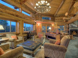 Luxury Mountain Log Home Minutes from Downtown Durango