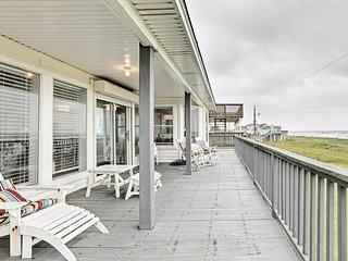 Oceanfront Galveston Home - Walk to Beach!