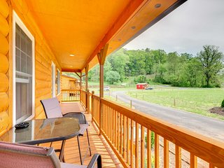 NEW! Cozy Bryson City Cabin 6 Miles to Harrah's!