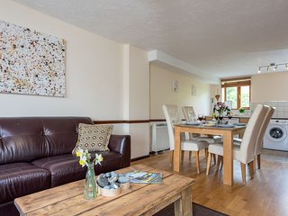 Nook Cottage, East Thorne - A family-friendly cottage on a peaceful resort in be