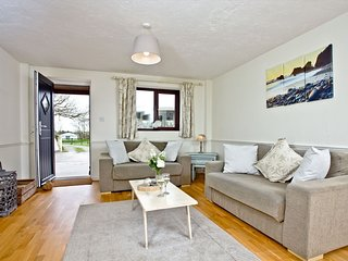 Nobbys Cottage, East Thorne, Bude - A contemporary cottage on a tranquil resort,