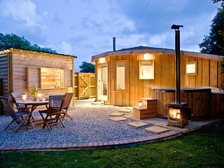 The Roundhouse, East Thorne - A luxury wooden roundhouse with private hot tub, w