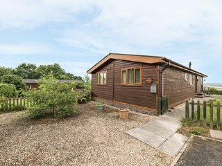EAGLE RISE LODGE, WiFi, dishwasher, lovely rural views, en-suite facilities
