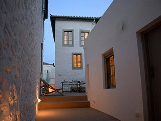 Ecloge, Hydra Island: Superb 19C stone house with yard, 3 mins to port