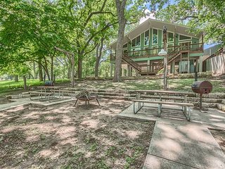River Road duplex with 65 feet of Guadalupe Riverfront! Huge covered deck!