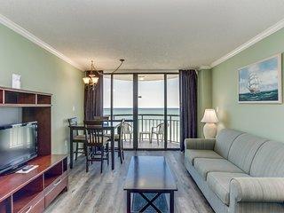 Oceanfront Condo w Balcony/ King bed Meridian Plaza