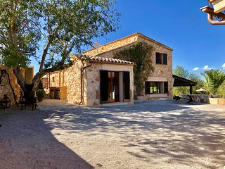 PANORAMIC VILLA ON 40.000sqm,POOL,CLIMATE,FREE NETFLIX ACCESS