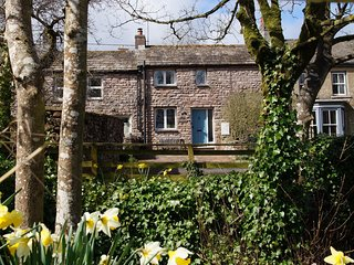 Charming, cosy cottage. Family and dog friendly