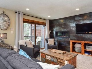 Lance's West Chalet - Walkable, Spacious, Elegant!