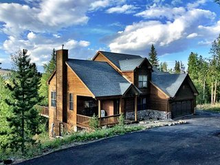 Peak 7 Mountain Lodge - Hot Tub & Expansive Views!