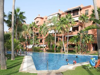 2 bedroom Apartment with Pool, Air Con and Walk to Beach & Shops - 5793961