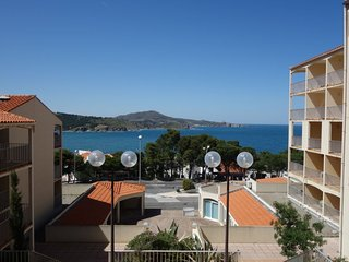 1 bedroom Apartment with Walk to Beach & Shops - 5050744
