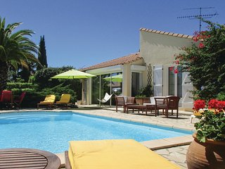 Amazing home in Creissan w/ WiFi, Outdoor swimming pool and 4 Bedrooms