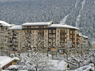 MarieParadisA - Bright Modern Apartment in Chamonix Centre Sleeping up to 9