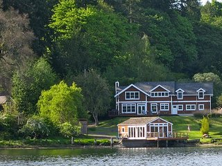 Bay View Home w/ Private Dock - 7.4 Miles to Ferry, Near Seattle