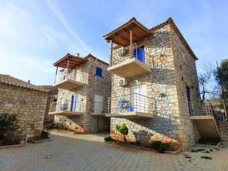 Seaview stone villas by the beach/up to 60 guests