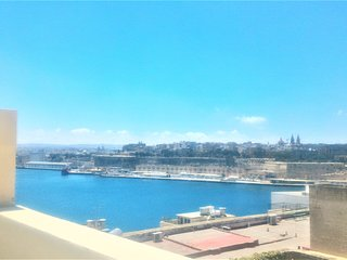 Superb Maltese terraced house with Valletta sea views