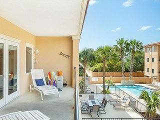 Stay with Lucky Savannah: 3BR condo steps from the beach w/ pool access!
