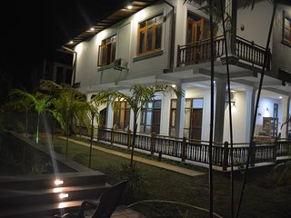 This is villa located hart of Hikkaduwa and very near To Supermarket and to Bar