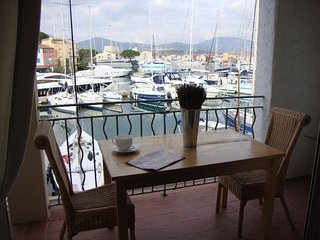One bed apartment overlooking the canals of Port Grimaud