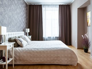 Spacious apartment on Nevsky prospect by Home4day