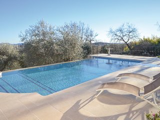 Nice apartment in Saint Cezaire w/ Outdoor swimming pool, WiFi and Outdoor swimm