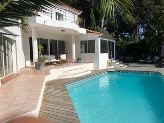 Superbe Villa avec piscine à 150 m de la plage.