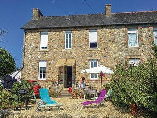Stunning home in Mur de Bretagne w/ 2 Bedrooms