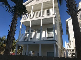 Large Beach House 6 Bedroom/4 Bath Sleeps 18 with Swimming Pool and Pool Table