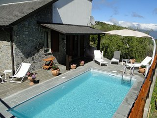 New 2019! Vianova, mountain Villetta, stunning views, own pool. Walk restaurants