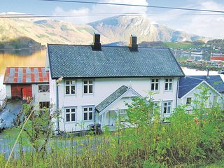 Amazing home in Valsøyfjord w/ WiFi and 3 Bedrooms