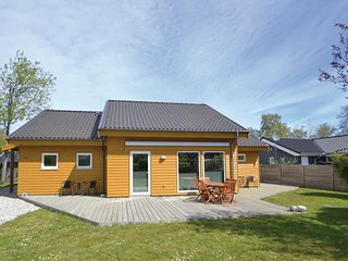 Nice home in Grenaa w/ Sauna, WiFi and 3 Bedrooms (D70028)