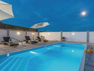 Amazing home in Sveti Filip i Jakov w/ Outdoor swimming pool, WiFi and 3 Bedroom