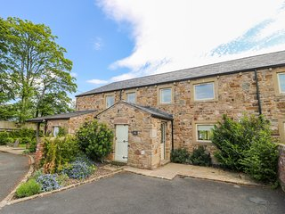 BAILEY COTTAGE, luxury property, modern comforts, woodburner, en-suites, hot